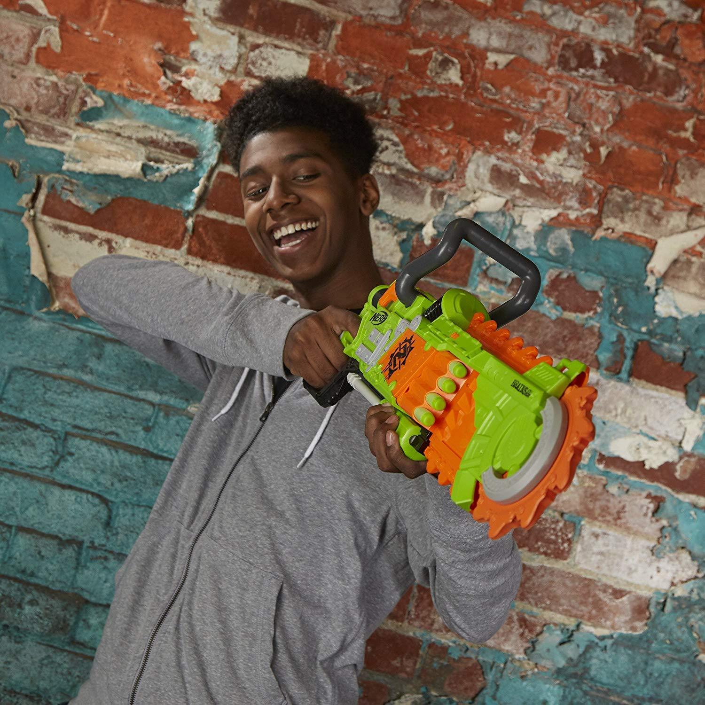 súng NERF ZOMBIE STRIKE BRAINSAW BLASTER bao gồm lưỡi cưa hầm hố