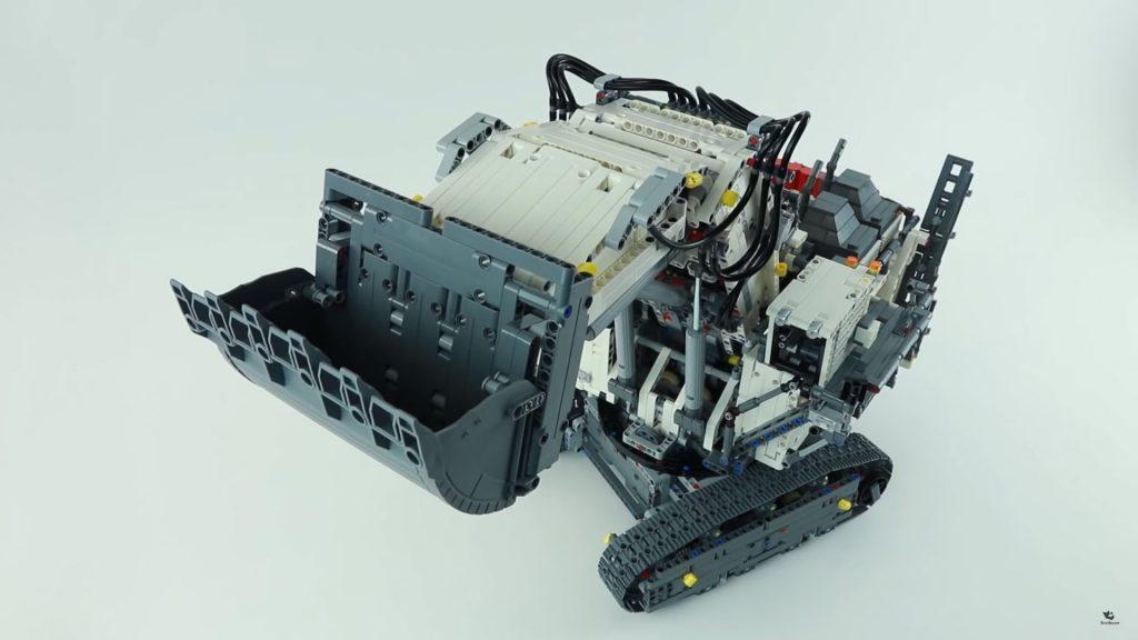 Lắp ráp LEGO TECHNIC 42100 Liebherr R 9800 – Xe máy xúc siêu khổng lồ